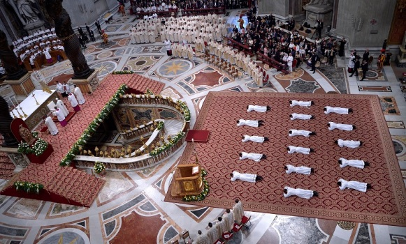 Pope Francis leads the episcopal ordination mass in Saint Peter¿s Basilica at the Vatican on April 22, 2018.
